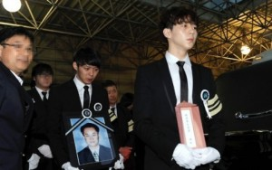 Park-Yoochuns-father-funeral
