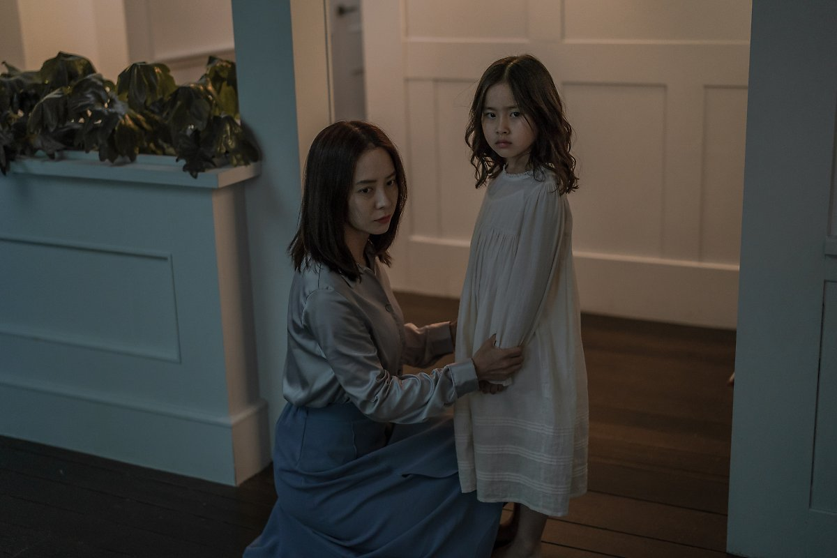 review film intruder song ji hyo